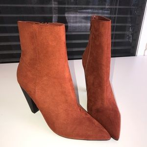 🌸 NWT FOREVER 21 Rust Bootie 🌸